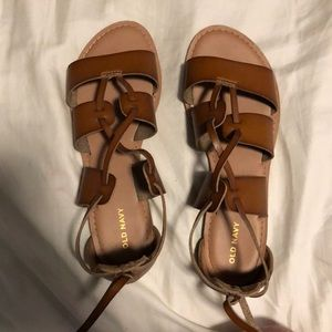 Cute lil brown strappy summer sandals!